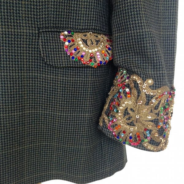 pocket and sleeve detail